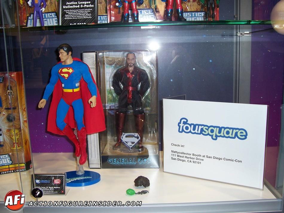 "MATTEL SUPERMAN REEVES 12"" COMIC CON 2010 CapedWonder-ActionFigureInsider-Mattel-Reeve-2010-01"