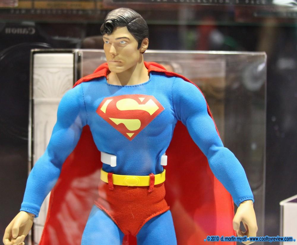 "MATTEL SUPERMAN REEVES 12"" COMIC CON 2010 CapedWonder-CoolToyReview-Mattel-Reeve-2010-02"