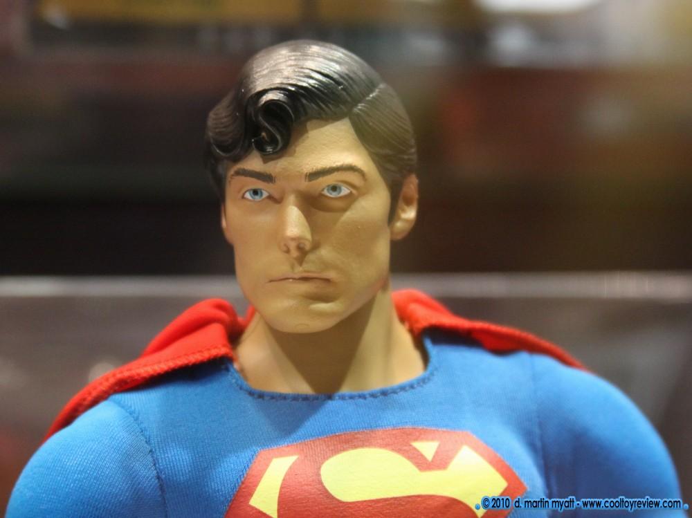 "MATTEL SUPERMAN REEVES 12"" COMIC CON 2010 CapedWonder-CoolToyReview-Mattel-Reeve-2010-04"