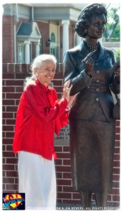 CW-Noel-Neill-statue-unveiling-08