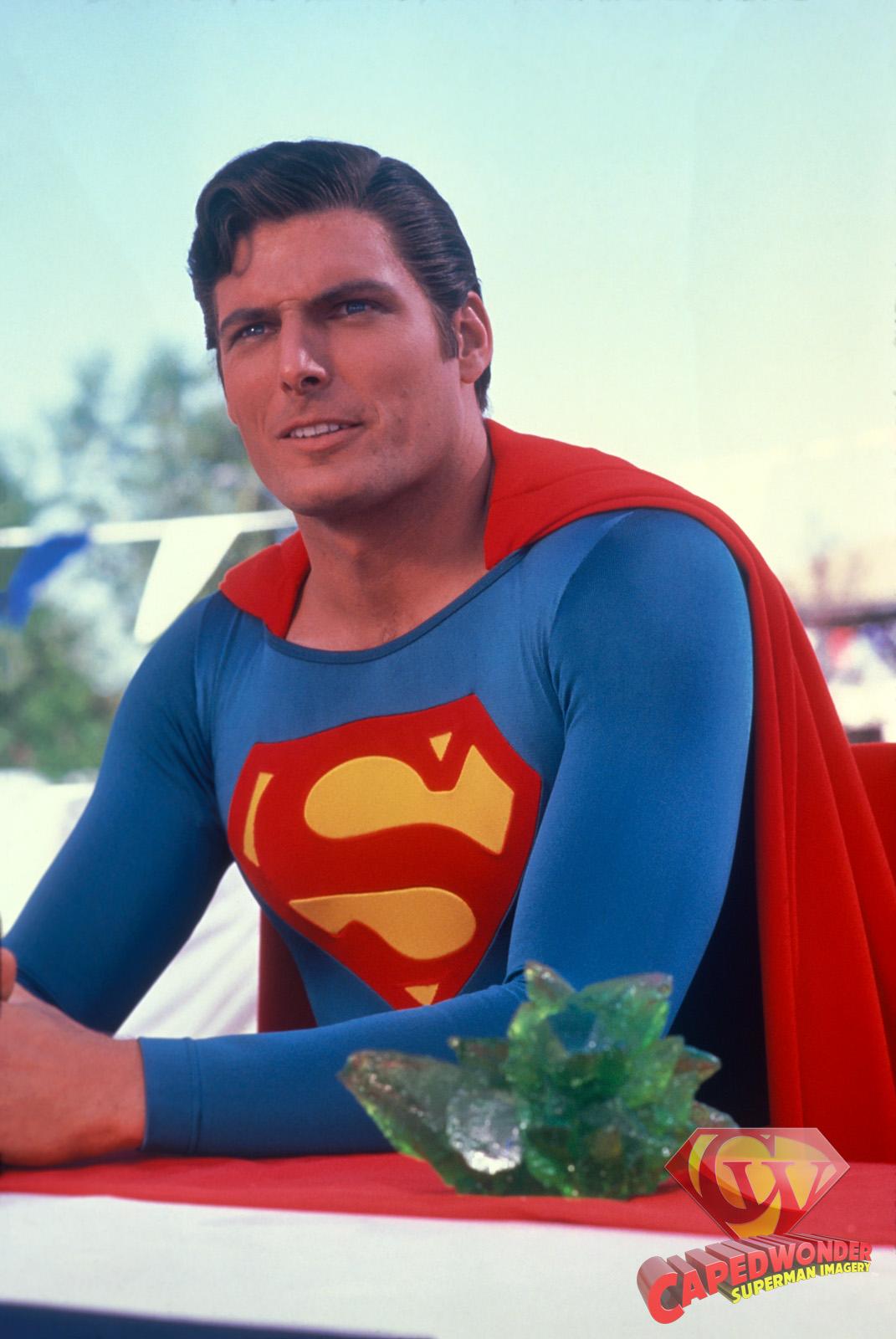 CW-SIII-Smallville-table-portrait-Kryptonite-slide