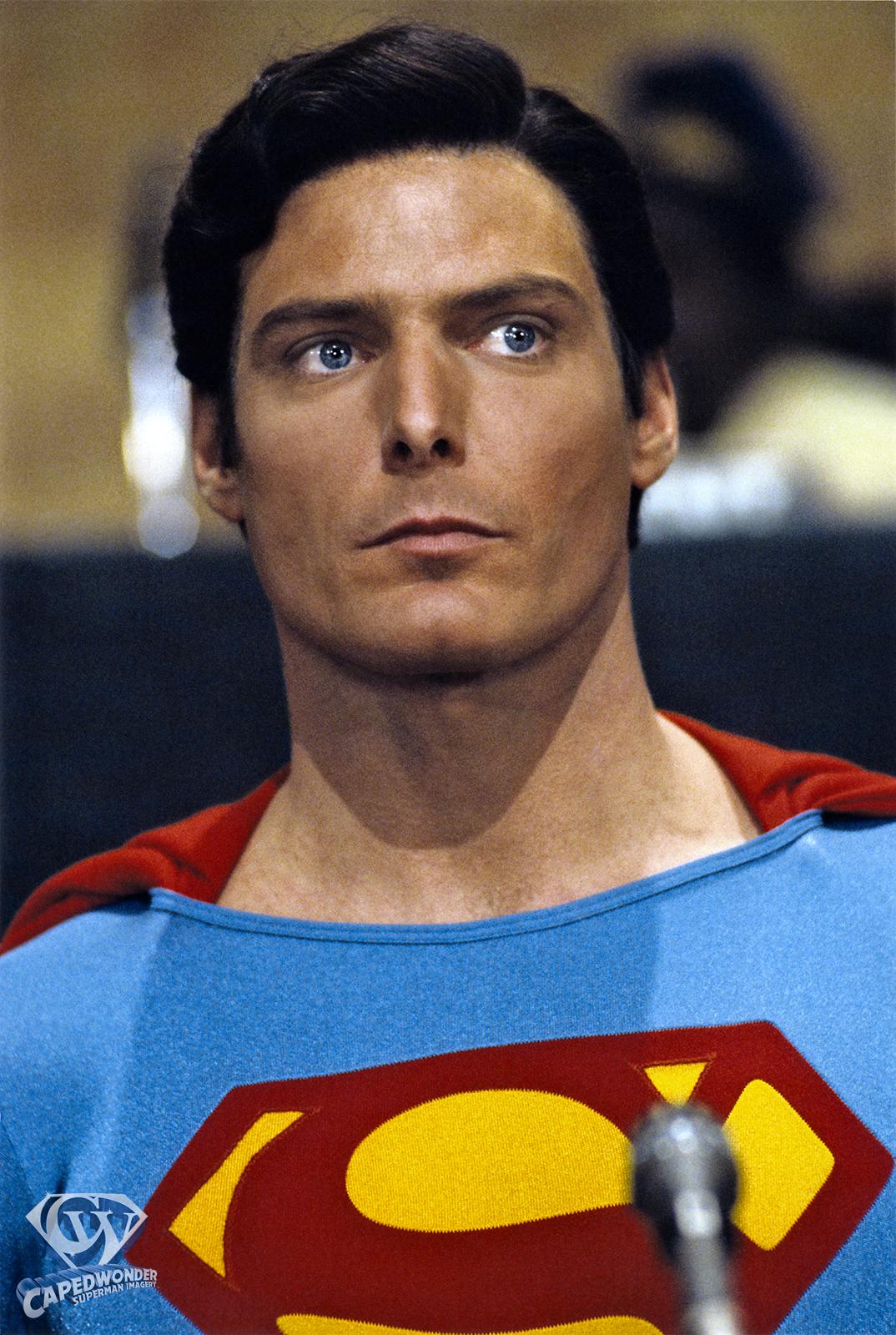CW-SIV-UN-Superman-portrait-mic-color