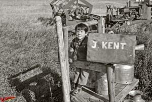 CW-STM-Aaron-Kent-farm-mailbox-pose-01