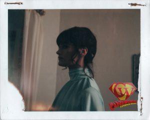 CW-STM-Lois-apartment-different-outfit-polaroid