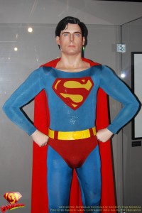 CW-Superman-Costume-2-2012-06