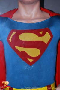 CW-Superman-Costume-2-2012-12