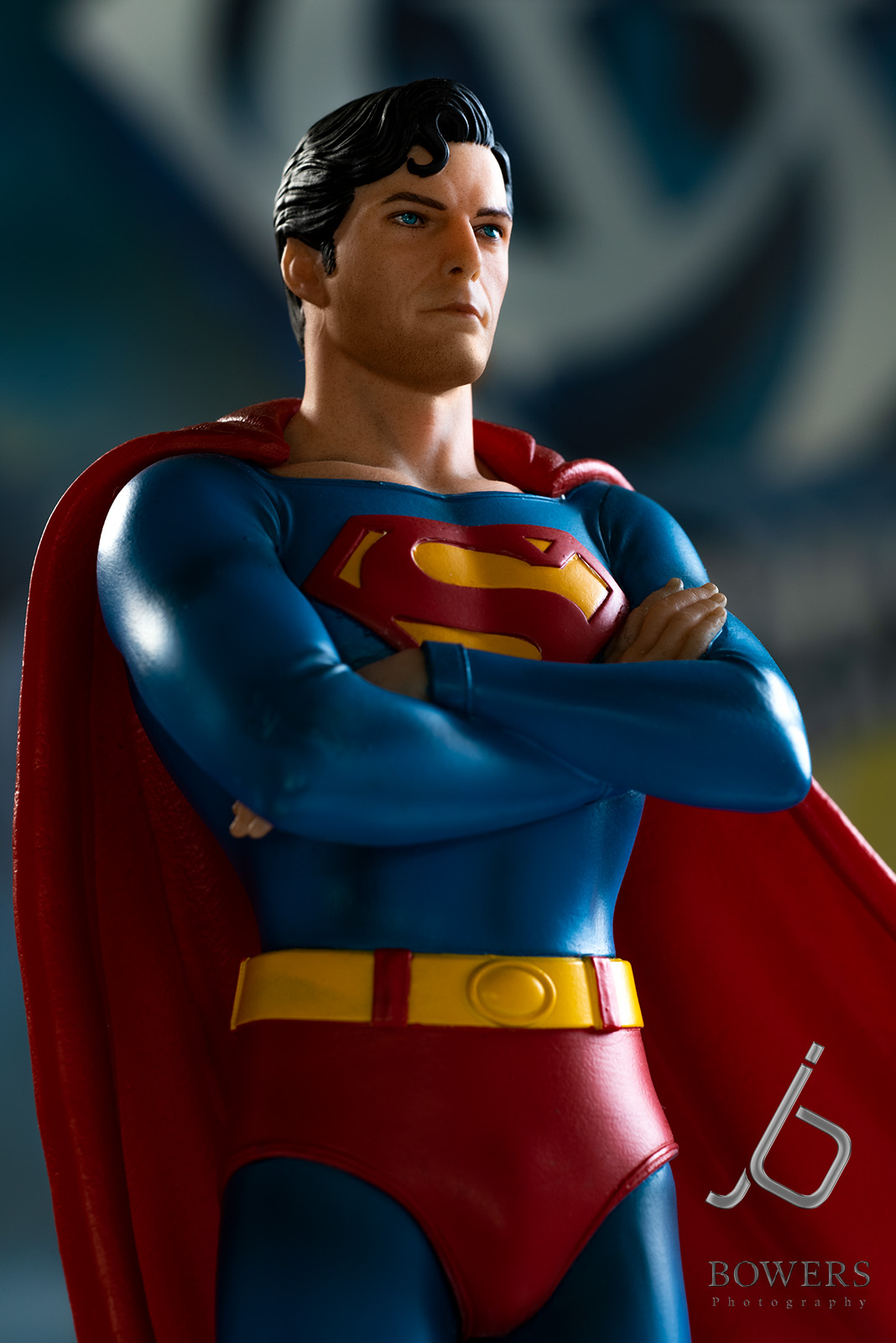 CW-Iron-Studios-flag-pole-statue-1