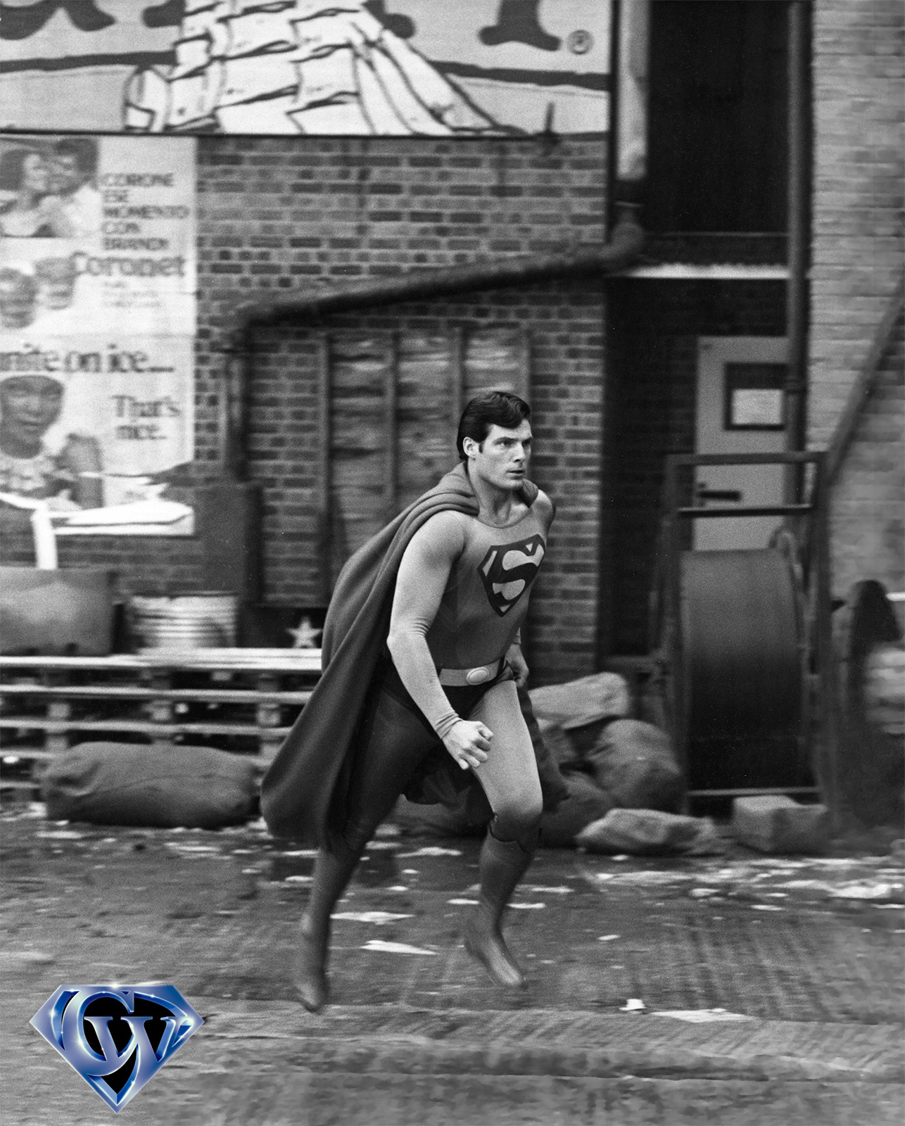 CW-SII-alley-change-Superman-B&W-expanded