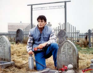 CW-SIV-Clark-at-Smallville-grave