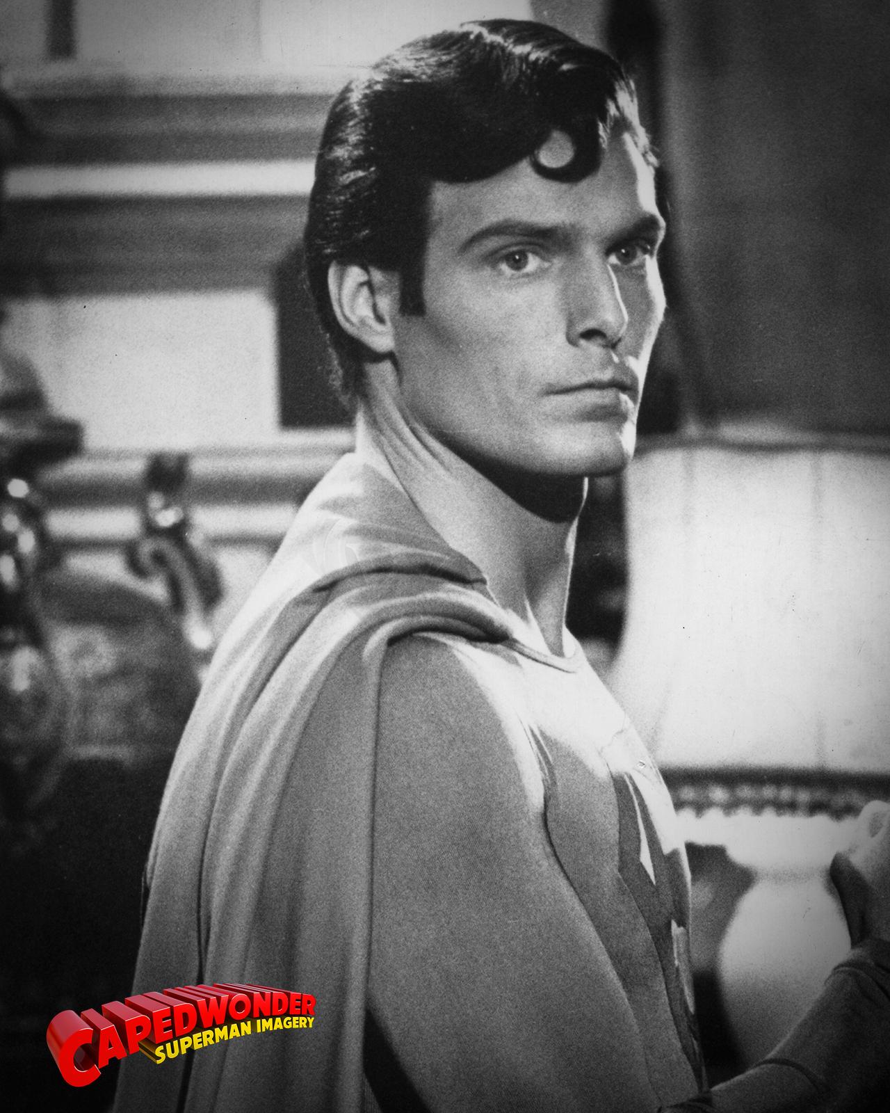 CW-STM-lair-Superman-holding-Lex-crop.png